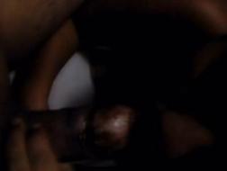 Chocolate lingerie MILF dá bom boquete e fica socado por trás