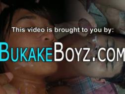 Bukkake en auto sex party dames schroeven en rimmen de dildo