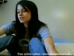 Lezzie peituda de cabelos escuros brincando com seu arrebatar neste vídeo em POV com a boldlette