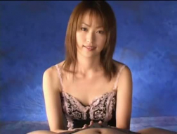 Hermosa japonesa de 19 años follada por detrás por defecto