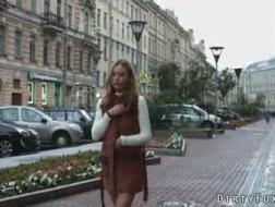 Sensuell babe onanerer mens kjæresten knuller rumpa og lager en video av den
