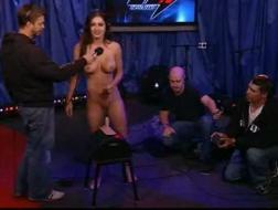 Seksowna Jessica Jaymes i napalony facet, który przyszedł z lokalnej stacji telewizyjnej, mają zamiar uprawiać seks