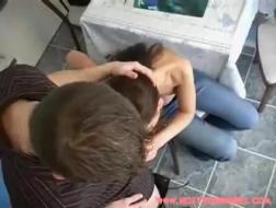 Morena cachonda folla a su casero sin cargo alguno, porque es una zorra muy cachonda