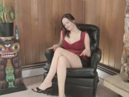 Burzliwa brunetka dostaje nago