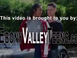 Aaliyah Hadid ebony verkoopassistent zonder genade geneukt door oudere stud