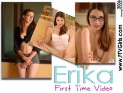 Erika Isuzu dolce transessuale adolescente si fa scopare il culo stretto