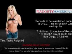 Busty Tasha Hennessy suger en porno agent