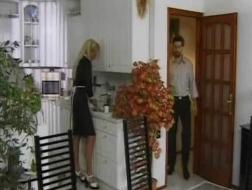 Dominante femme de ménage obtient son trou du cul battue par son employeur