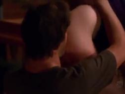 Doskonała brunetka Jessica Jaymes próbuje swojego pierwszego dildo w gloryhole