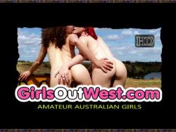 Incroyables filles lesbiennes jouant avec des jouets