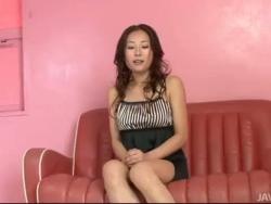 yuu uehara démontre son corps et frite sa chatte rosée savoureuse