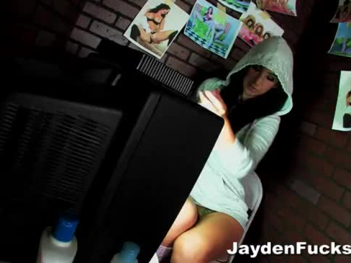 solo masturbate off booth with jayden jaymes