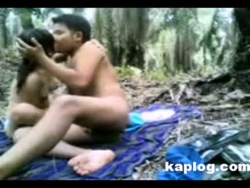 Casais asiáticos bateram na floresta